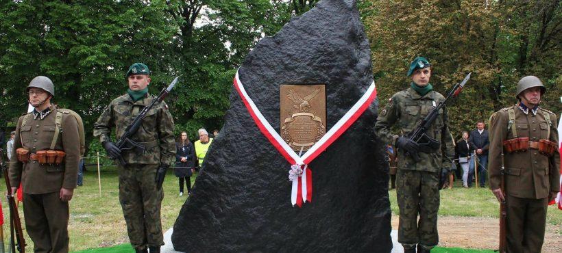 Odsłonięcie pomnika Żołnierzy Wyklętych wDzierżoniowie