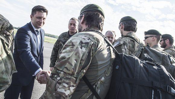Powitanie polskich komandosów wracających zAfganistanu