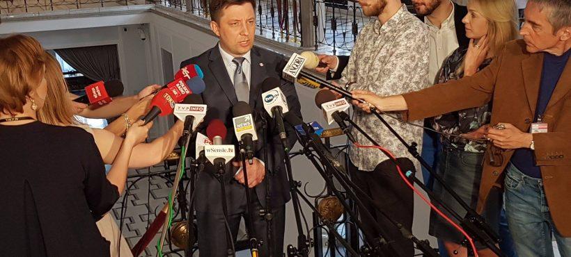 Konferencja prasowa nt.kłamstw zawartych wksiążce opisującej działalność Ministra A. Macierewicza