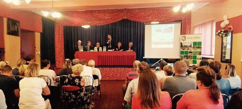 Spotkanie zmieszkańcami Ossowa wsprawie planowanej budowy wtej miejscowości Muzeum Bitwy Warszawskiej.